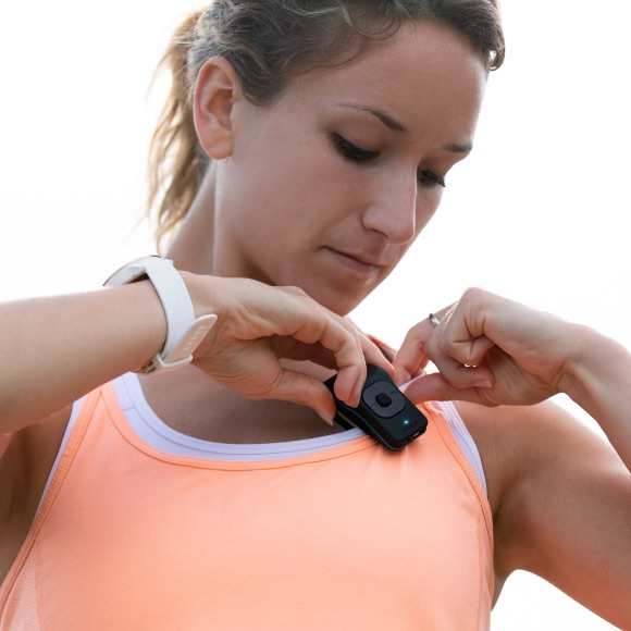 Photo of a woman clipping the 39g to her running shirt.